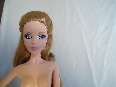 Barbie Alice Nude Doll Model Muse Con Stand