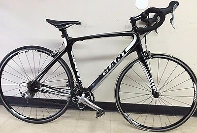 Giant Defy Composite 3 ML (2012) Black and White Road bike- MINT! Ready To Ride!