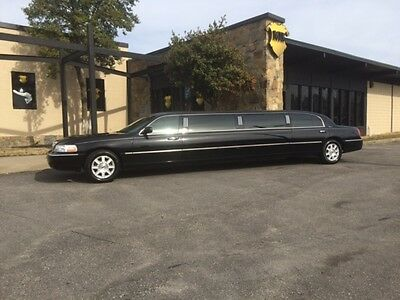 "2011 Lincoln Town Car 120"" Limousine *1 OWNER ONLY 51K MILES* MINT 2011 Lincoln Town Car 120"" 5 Door Limousine"