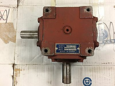 1:1 Right Angle Gearbox 32 Hp Same Rotation Keyed Shafts    (Used)