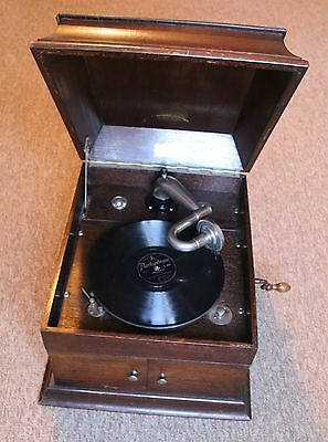 Yewdonia Gramophone with opening doors - 78 rpm records - needles COLLECT ONLY!!