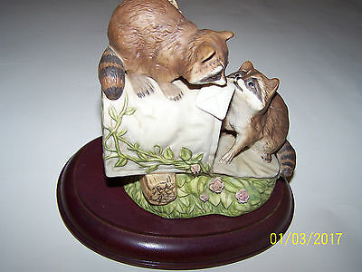 Homco 1987 Porcelain Racoons At Mailbox W/base