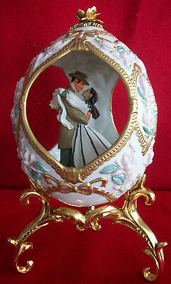 Gone With The Wind 1996 Franklin Mint Rhett & Scarlett In Porcelain Egg W/stand