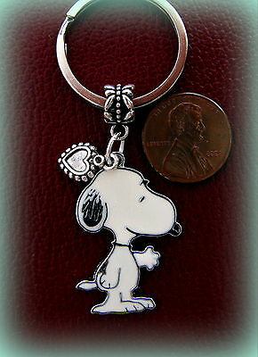 Peanut's SNOOPY the Dog with Heart Keychain Jewelry - Charlie Brown's SNOOPY