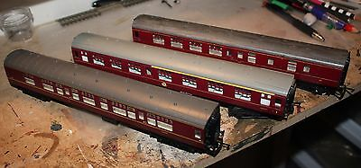 A Lot Of 3 Maroon Mark 1 Coaches By Tri-Ang And Hornby