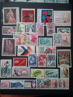 J820. FRANCE. 2 PAGES TIMBRES NEUFS mnh