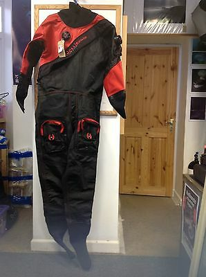 Hollis BTR 500 Mens L/ML New with Neoprene wrist and neck seals