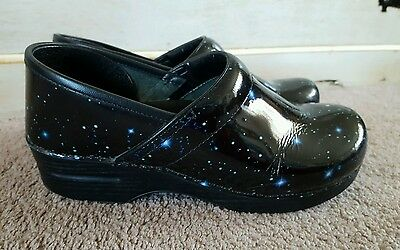 Womens Dansko occupational slip on clogs size 40(9.5-10) ,black, patent leather