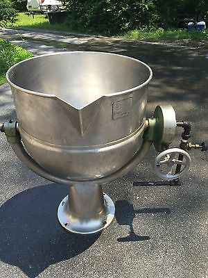 Groen D-40 40 Gallon Pedestal Base Tilting Stainless Steel Direct Steam Kettle