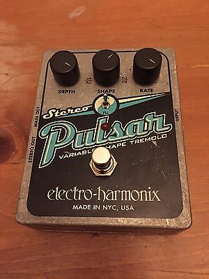 Electro Harmonix Stereo Pulsar Tremolo Panner EHX Trem Pedal