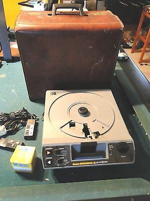Vintage Kodak Ektagraphic III AT Slide Projector 2 Remotes, Extra Bulb and Case