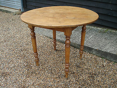 Lovely Old Pine Round Dining Kitchen Table With Turned Legs