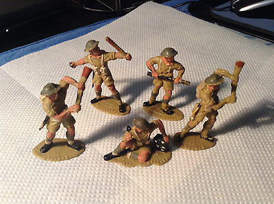 Toy Soldiers..lot Of 5..they Have Made In England On Standing Side Of Plynth..