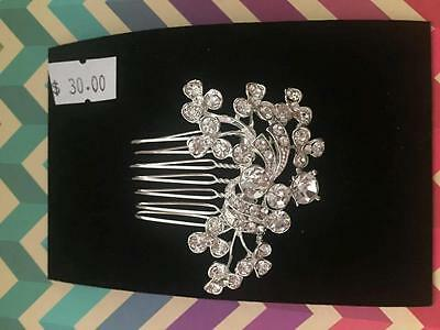 Brand New Silver Diamante Flower small comb Bridal Hair Accessory FREE POST