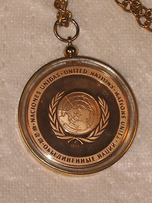 Franklin Mint UNITED NATIONS PEACE Medal Coin 1971 Pendant & Chain