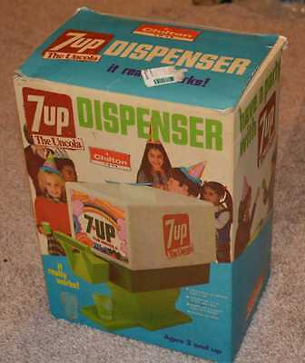 7 UP Vintage Toy Soda Pop Fountain Dispenser with 4 Glasses & Box