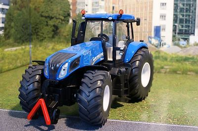 Siku 3273 -  Farmer Large New Holland T8. 390 Diecast Tractor Scale 1:32