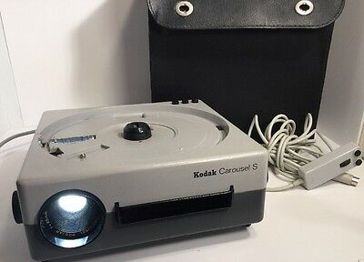 Kodak Carousel S , projector ,power cord ,extra lamp,wired remote ,case
