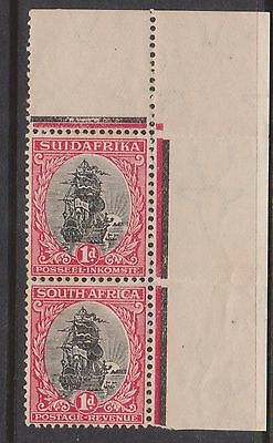 (K18-75) 1926 South Africa 1d black &red CNR pair colour Bars& fold in Salvage