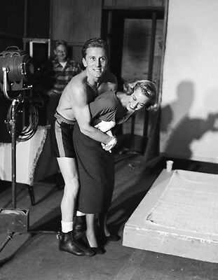 Kirk Douglas and Marilyn Maxwell UNSIGNED photo - H5464 - Champion