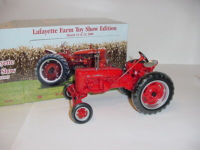 1/16 Farmall 200 Wide Front Tractor by ERTL NIB! 2000 Lafayette Toy Show!