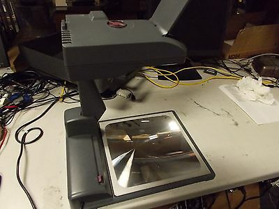 3M 2770 Portable Briefcase Overhead Projector with Cover
