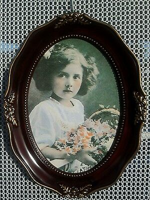 Victorian style oval 5 x 7 photo frame. New.