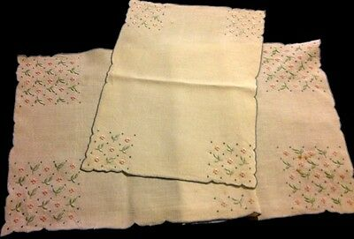 """Beautiful White Runner & Doily Floral Embroidery Scalloped Edges Hem  34 1/2"""" x"""