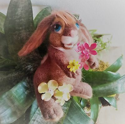 Needle felt Spring Flower BUNNY  decoration NEW