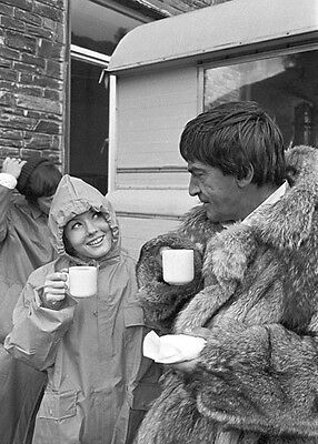 Deborah Watling and Patrick Troughton UNSIGNED photo - H7218 - Doctor Who