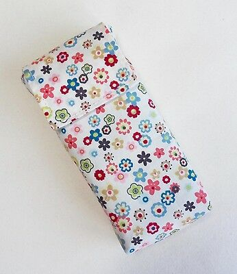 Handmade pocket tissue pouch. Floral cotton fabric. Easy opening.
