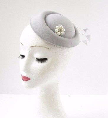 Light Grey Silver Feather Ivory Pillbox Fascinator Hat Headpiece Vtg Races 580