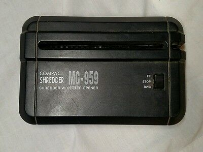 Personal Compact Paper Shredder MG-959 Battery or AC (OA0131)