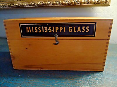 Vintage MISSISSIPPI GLASS WOOD DOVETAILED BOX / ADVERTISING SALESMAN'S SAMPLE