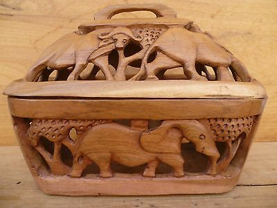 Vintage Old Large Size Timber African Scene Box, Large Hand Made Box (D757)