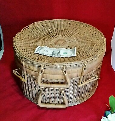 Antique Wooven Wicker Rattan Reed American Round Basket Picnic Sewing Hat Box ?