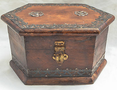 "Small Antique Decorated Wooden Jewelry Curio Box 7"" x 4"" x 5"""