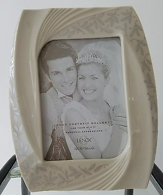 """Lenox Portrait Gallery Frame hold 5 x 7"""" picture"""
