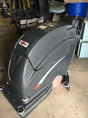 VIPER FANG 20 w/CHARGER COMMERCIAL  WALK BEHIND SCRUBBER LOOKS UNUSED