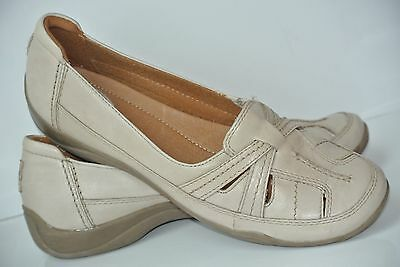 Clarks Womens Sz 9.5 M Cream Leather Slip On Loafers Flats Shoes NICE!!