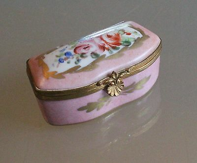 "Antique ""Clamshell Clasp"" French Porcelain Ring Pill Box in Rose w/Gold Accents"