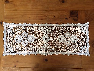"VINTAGE 32"" x 12"" = 810mm x 305mm WHITE LACE TABLE RUNNER"