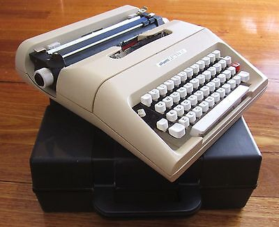 Vintage Olivetti Lettera 35 Manual Typewriter Working Retro Desk made in Spain