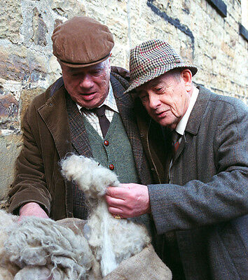 Derek Fowlds and William Simons UNSIGNED photo - H6242 - Heartbeat