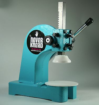 AQUA NEW POLYMER CLAY KNEADER MACHINE - EASY * FAST NEVERknead Sculpey Pavelka