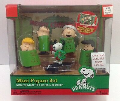 Peanuts Christmas Concert 5 Pc Mini Figure Complete with Play Stage New Sealed