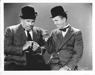 Laurel And Hardy Publicity Shot/8X10 Photo From Original Neg. Cc19155  3-307
