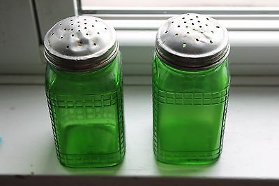 "Vintage 1930's Hoosier 2 piece Owens Ill 4.7"" Green Glass Shakers Waffle Pattern"