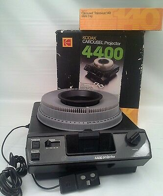 KODAK 4400 CAROUSEL SLIDE PROJECTOR SET w/TRAY Tested!