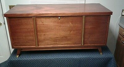 Vintage Mid- Century Lane Hope/Cedar Chest W/Felt Tray